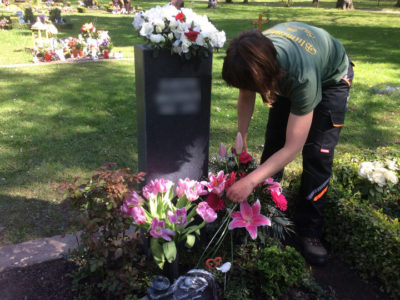 Das Ausputzen der Blumen – Grabpflege Leipzig
