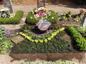 2-er Urnenwahlgrab nach der Gestaltung und Grabpflege