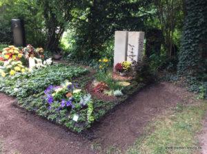 Grabgestaltung Blumenhalle 2. Lehrjahr Friedhofsgärtner - unsere Anna