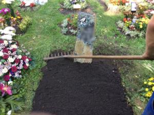 Grabgestaltung Urnenhügel neu