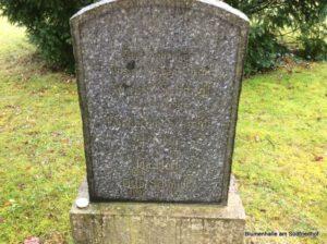 Ältestes Erdreihengrab auf dem Südfriedhof - Grabmal