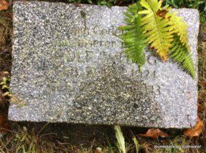 Ältestes Erdreihengrab auf dem Südfriedhof - Liegestein