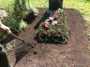 Grabgestaltung - Hügelkasten