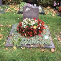 Grabpflege - Leistung der Blumenhalle - Die Herbstbepflanzung