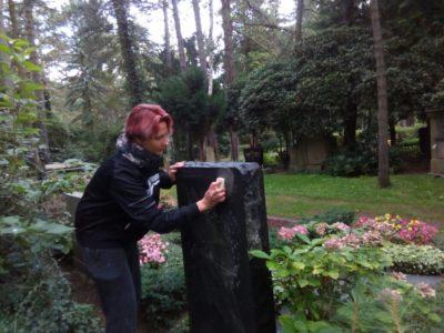 Die Grabsteinsäuberung – Grabpflege Leipzig