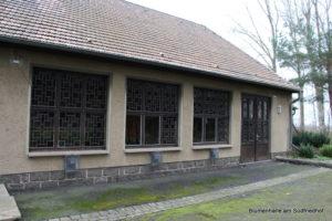 Fenster der Friedhofskapelle Holzhausen