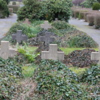 Ältere Grabsteine auf dem Friedhof Engelsdorf