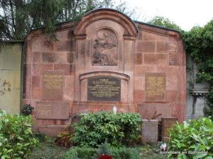 Eindrucksvolle Grabstelle auf dem Nordfriedhof
