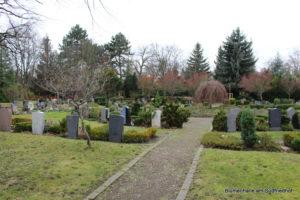 Abweichung von strenger Symmetrie - Nordfriedhof
