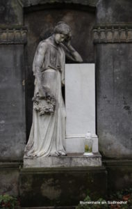 Frauenplastik - Nordfriedhof