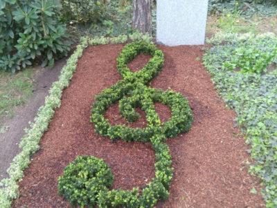 Friedhofsgärtner – Grabgestaltung mit Violinschlüssel