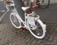 Abschlussprüfung Friedhofsgärtner Das weiße Fahrrad